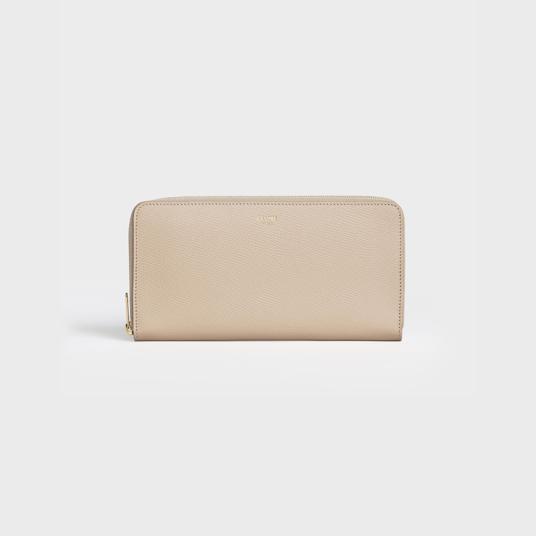 30代の女性の定番セリーヌ財布